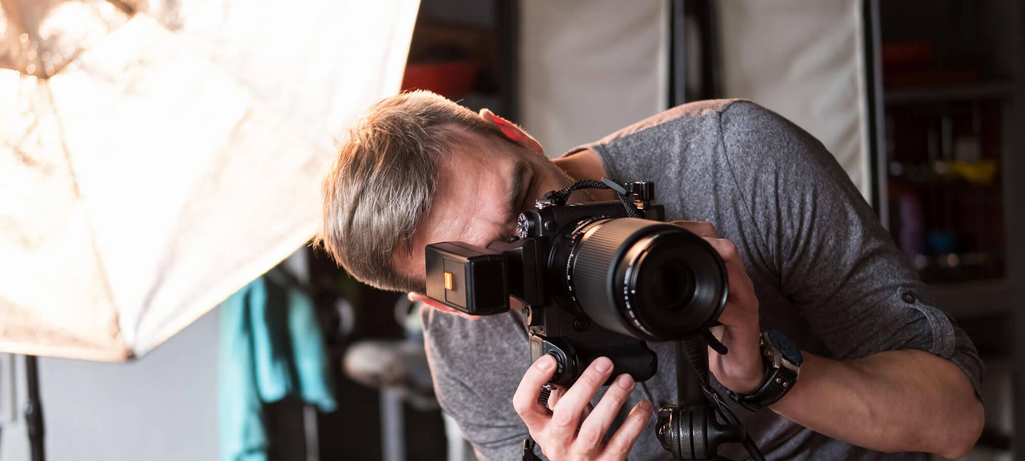 Fotograf som arbeider